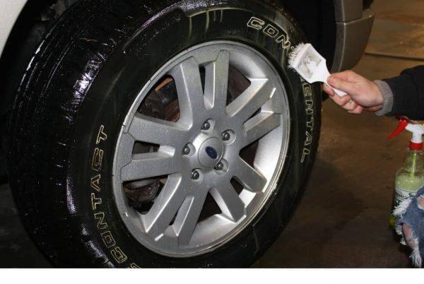 Black & White Tire Cleaner 16oz